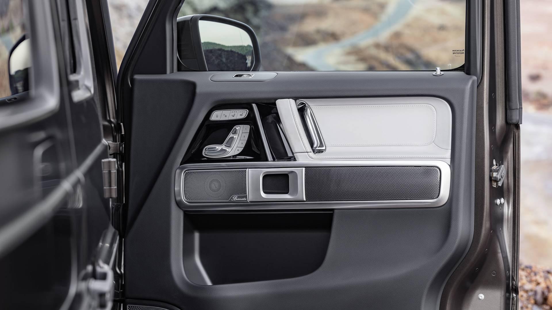 Название: 2019-mercedes-benz-g-class-interior.jpg Просмотров: 101  Размер: 230.0 Кб